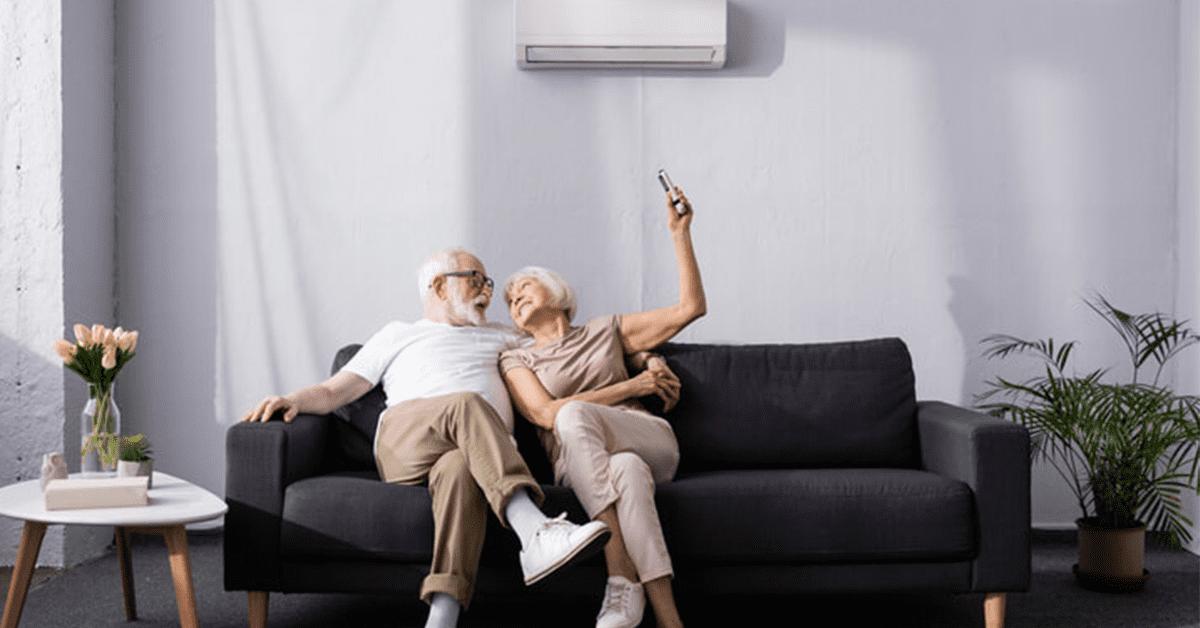 Ouder koppel in de zetel activeert ventilatiesysteem